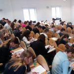Studenci w sali